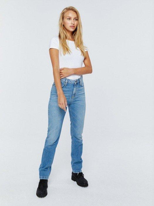 Straight jeansy damskie o prostym kroju